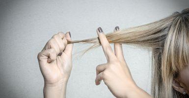 Wie kann man Haarspliss vorbeugen oder behandeln?