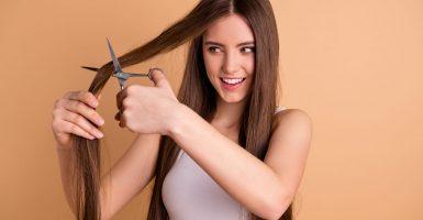 Haare zu Hause selbst schneiden – Notfall-Tipps für Krisenzeiten