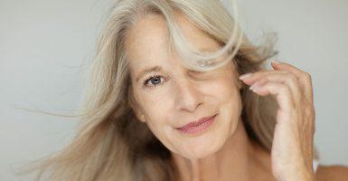 Die richtige Haarpflege im Alter – So bewahren Sie Ihre Haarpracht